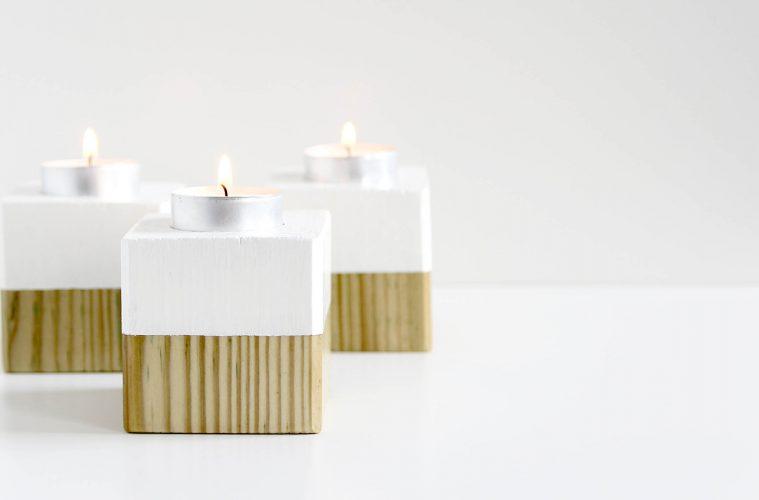 drei weiße Kerzenwürfel