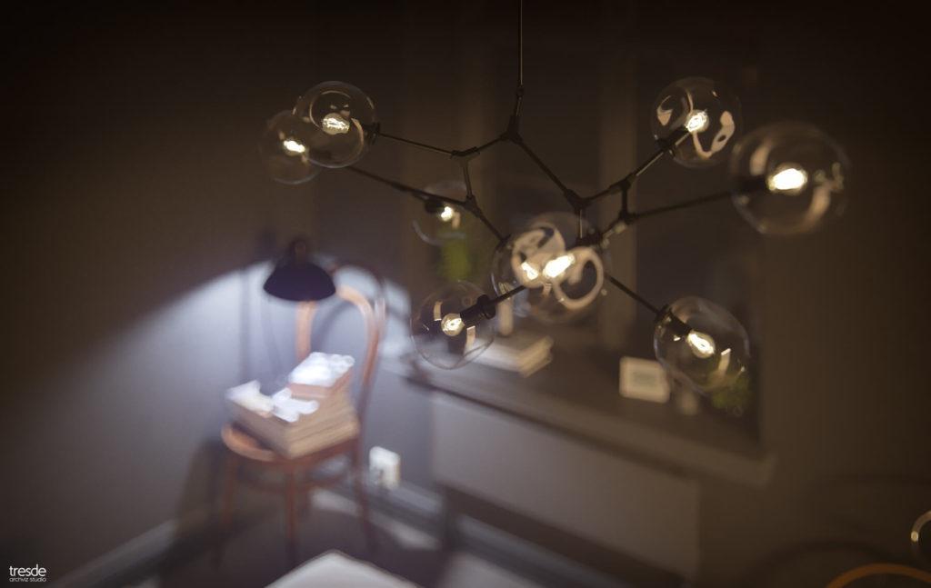 Deckenlampe im Industrialstil mit Glaskugeln und Metall