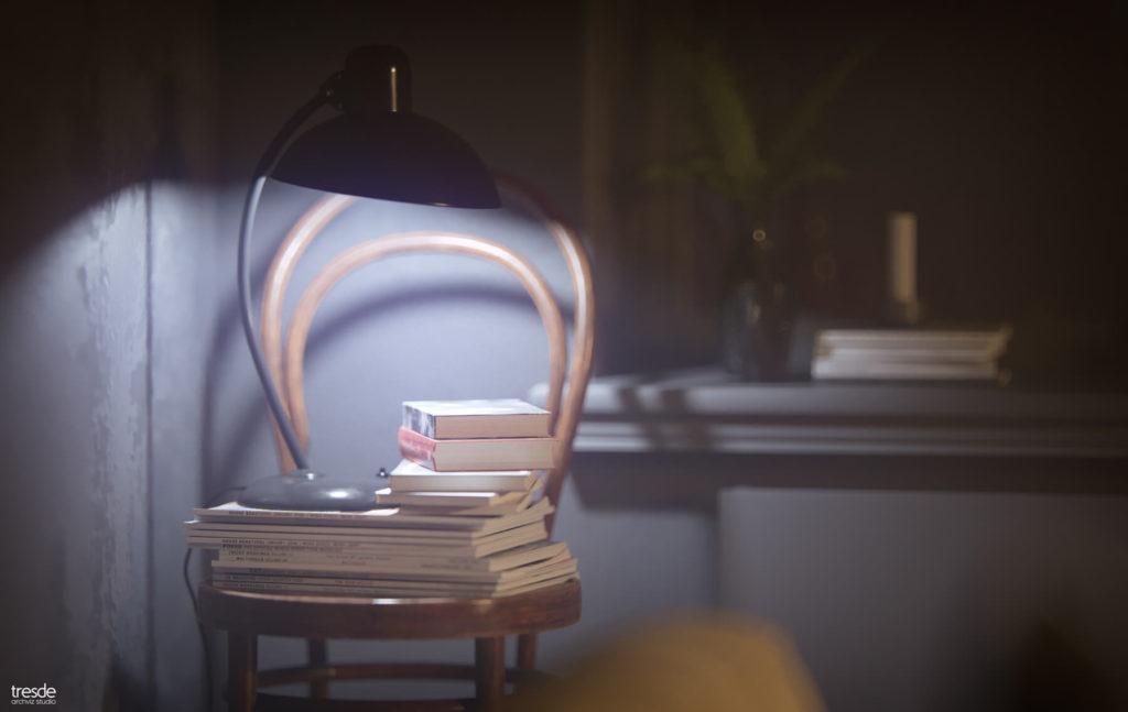 Ein rosa Stuhl wird punktuell von einer Lampe beleuchtet